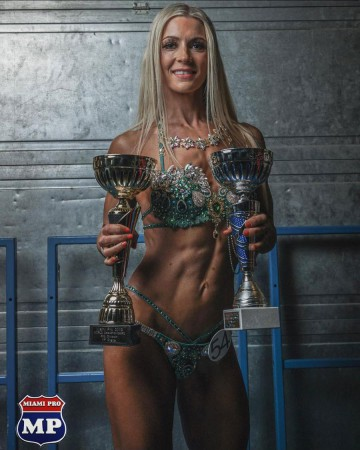 Rachel - competition posing at Miami Pro