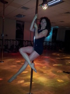 Pole fitness build core strength